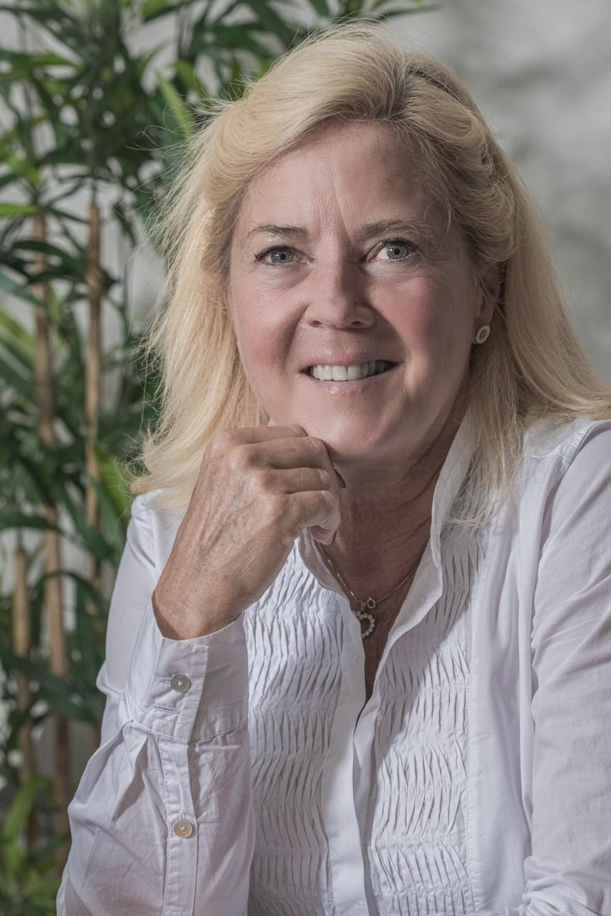 Portræt af Karen Skjøtt - indehaver af Demenskontakten.dk